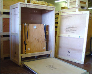 Crates with shuttle for transporting museum fine art
